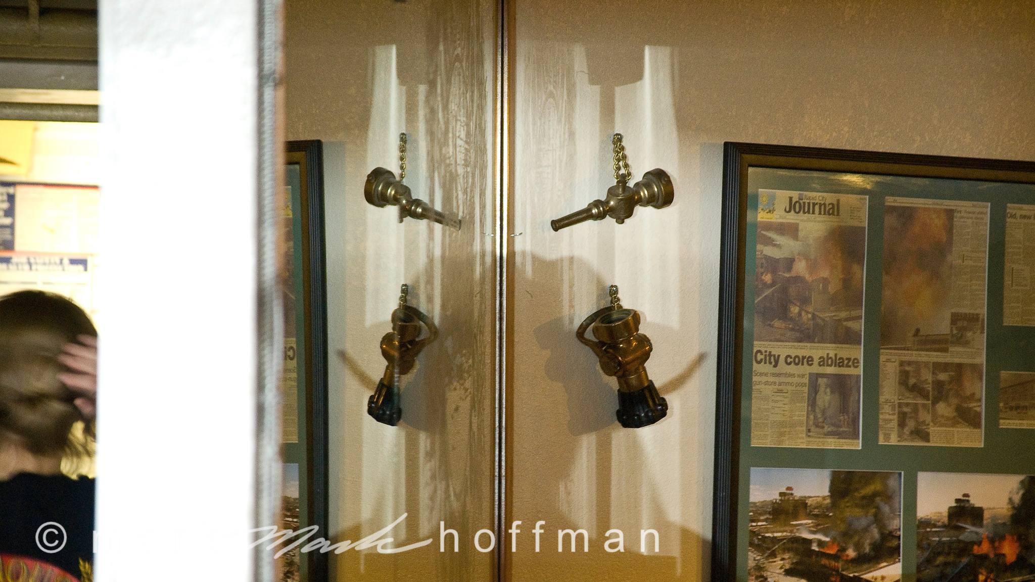 Mark_Hoffman_photophart_ND23007_cap1_var1.jpg
